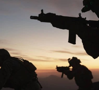 Infinity Ward's Call of Duty Modern Warfare soldiers advancing towards a target at dusk.